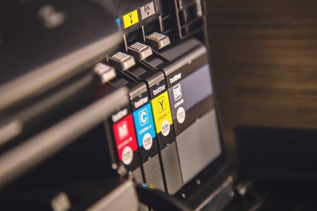 Penyebab dan Cara untuk Mengeluarkan Kertas yang Tersangkut di Printer